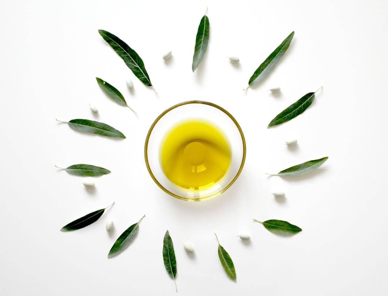 Olio di oliva | tutte le proprietà cosmetiche e i trattamenti di bellezza casalinghi