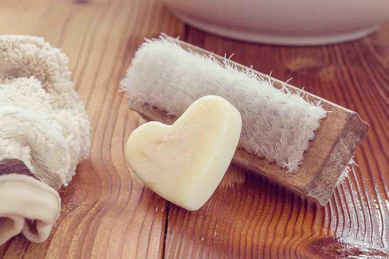 sapone e spazzola