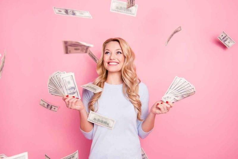 donna che ama i soldi