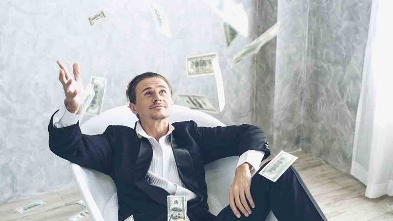 uomo ricco