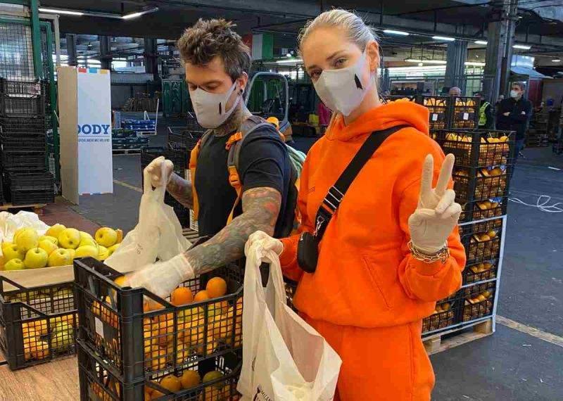 Fedez e Chiara Ferragni raccolto frutta e verdura per beneficenza