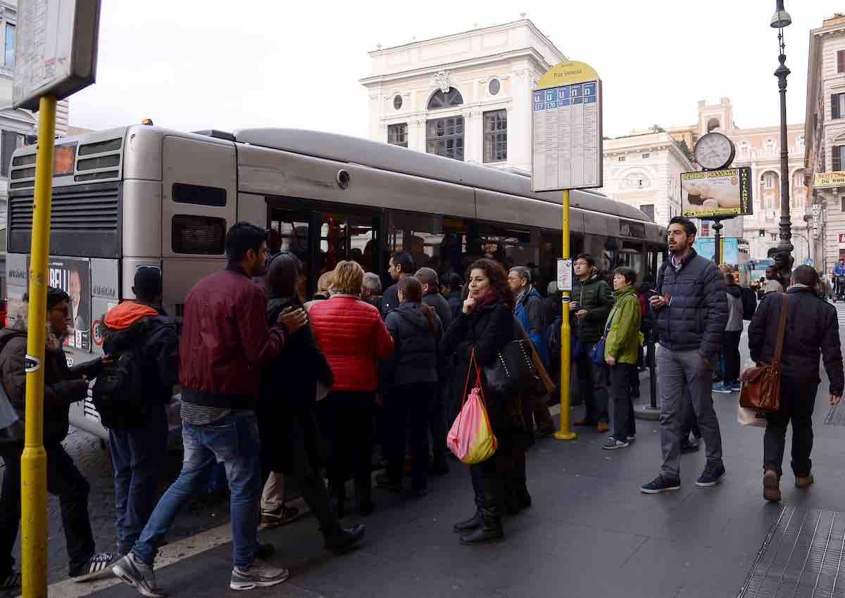 Coronavirus, come cambieranno i trasporti pubblici e privati