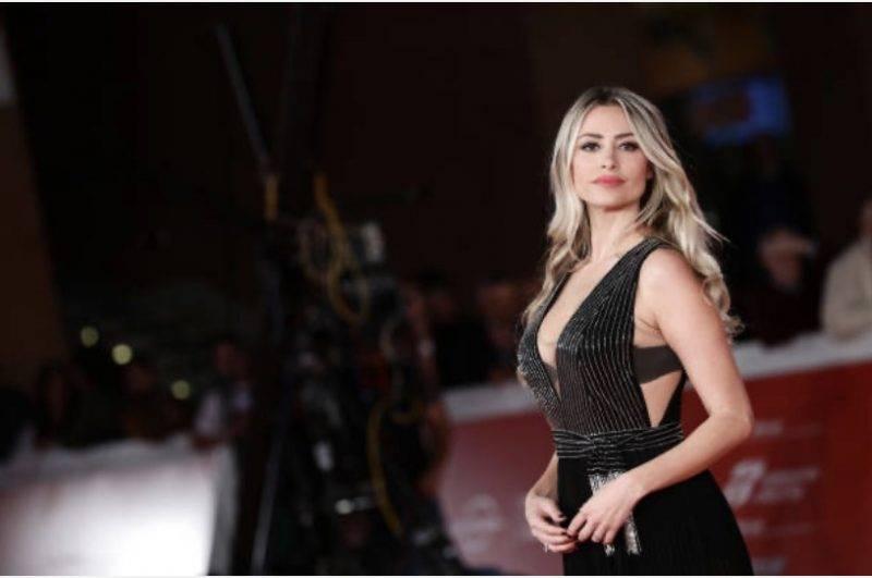 Martina Stella, foto audace per i fan