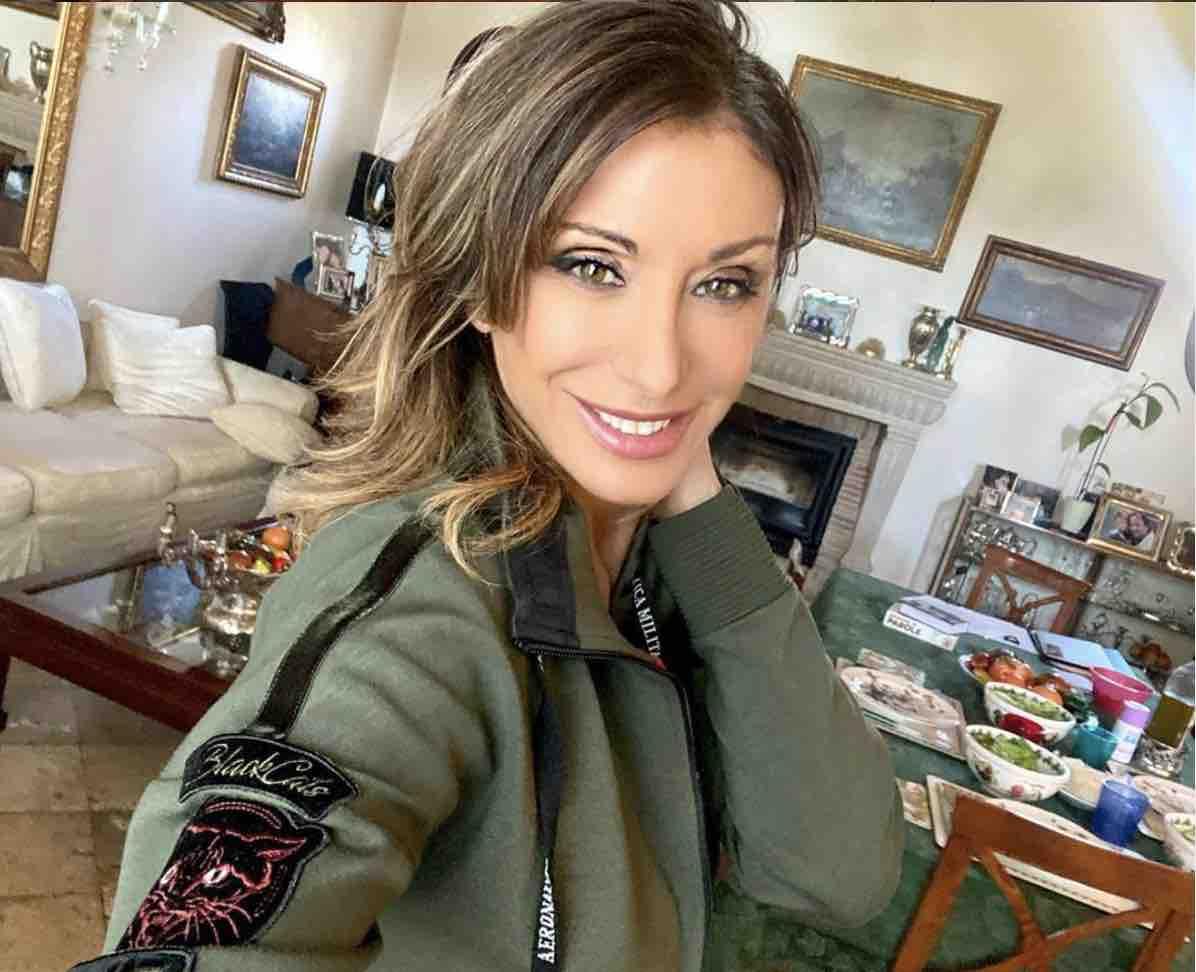 Sabrina Salerno, foto seducente per i followers (Instagram)