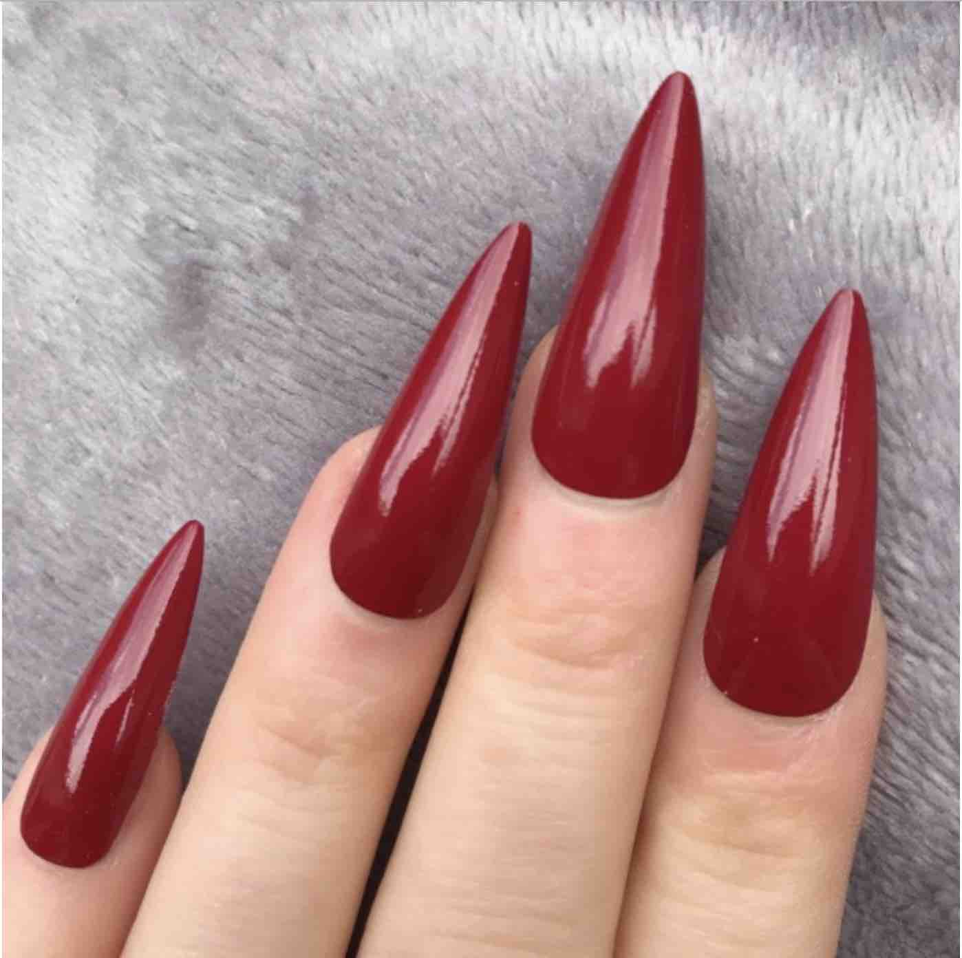 unghie stiletto