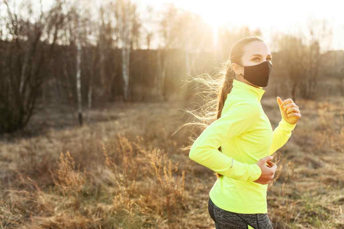 Fare sport con la mascherina i rischi secondo la scienza