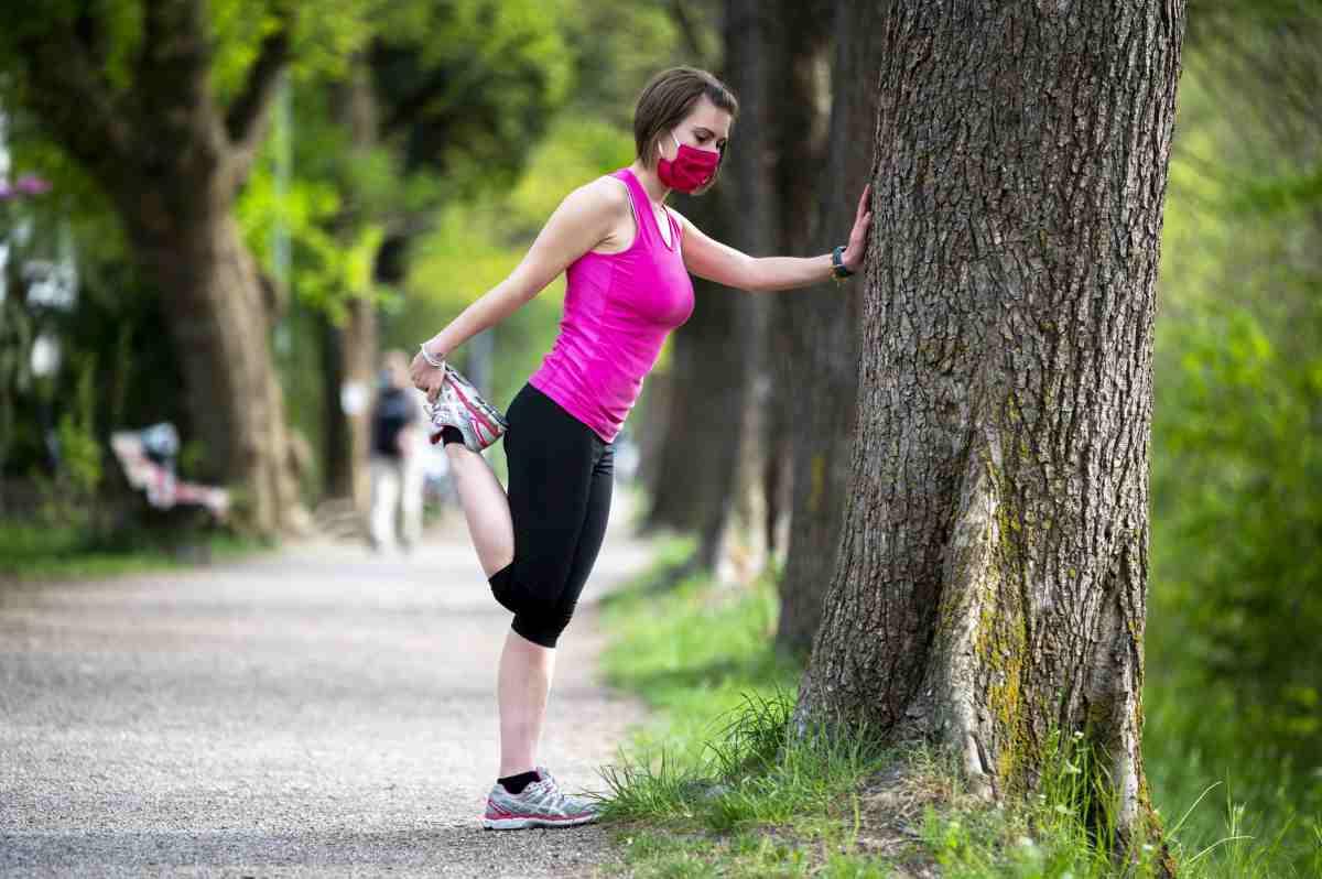 Fare sport con mascherina i rischi per la salute