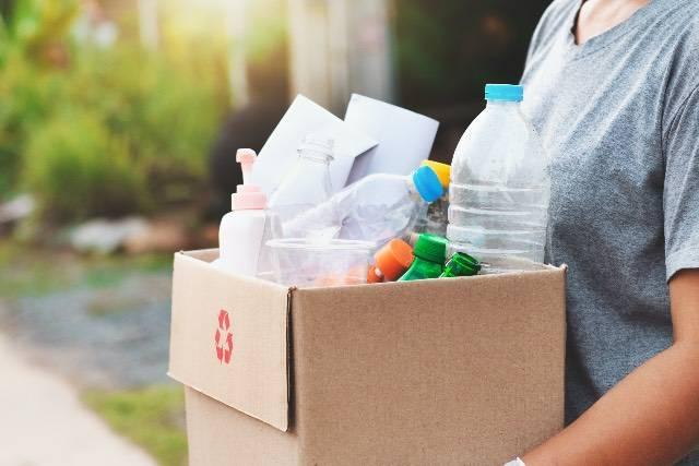10 modi per riciclare flaconi e bottiglie di plastica
