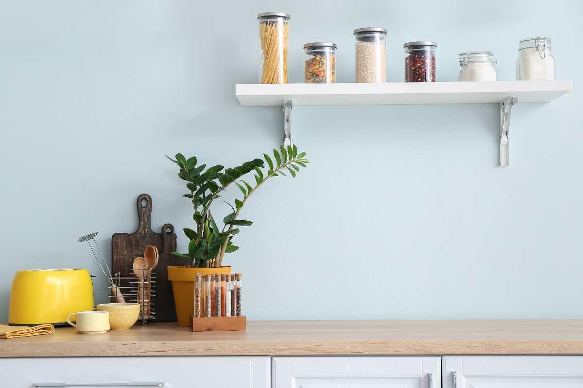 Scaffali della cucina puliti e ordinati? Ecco tutti i trucchi!