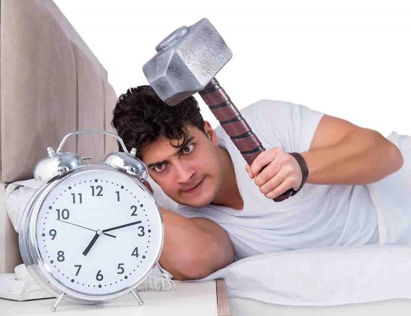 uomo disturbi del sonno