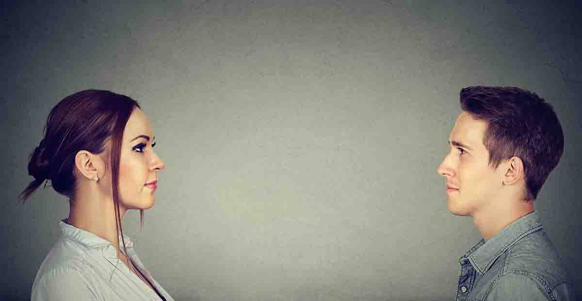 coppia che si osserva