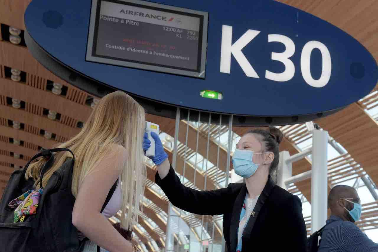 Aerei, cambiano i protocolli di sicurezza con la pandemia (Getty Images)