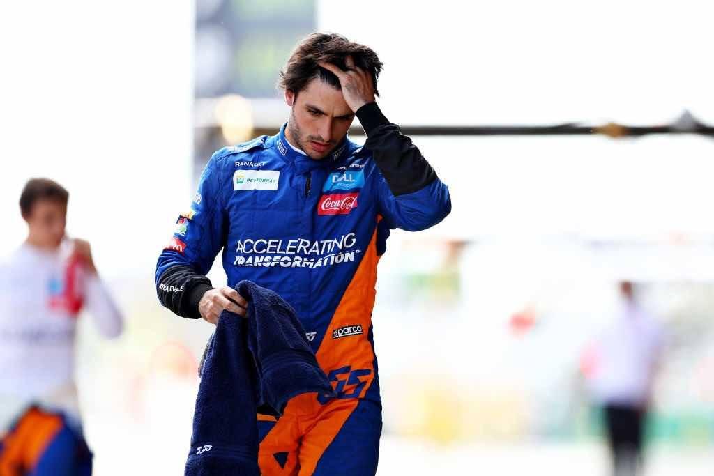 Carlos Sainz correrà con la Ferrari: l'annuncio di Maranello – VIDEO