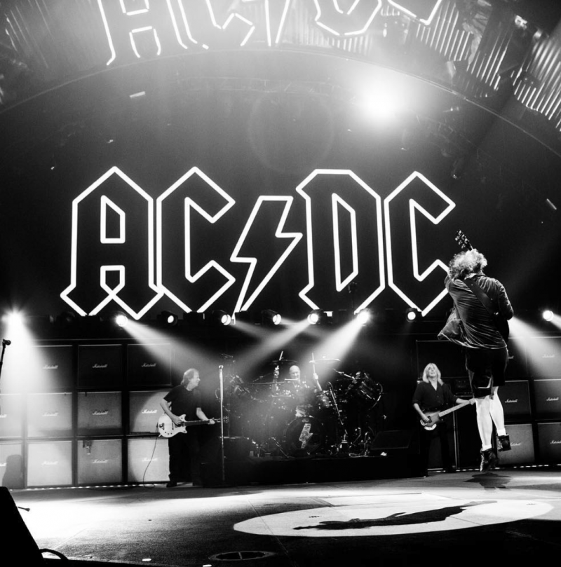 """Il cantante degli AC/DC """"Mia madre era dei Castelli"""""""