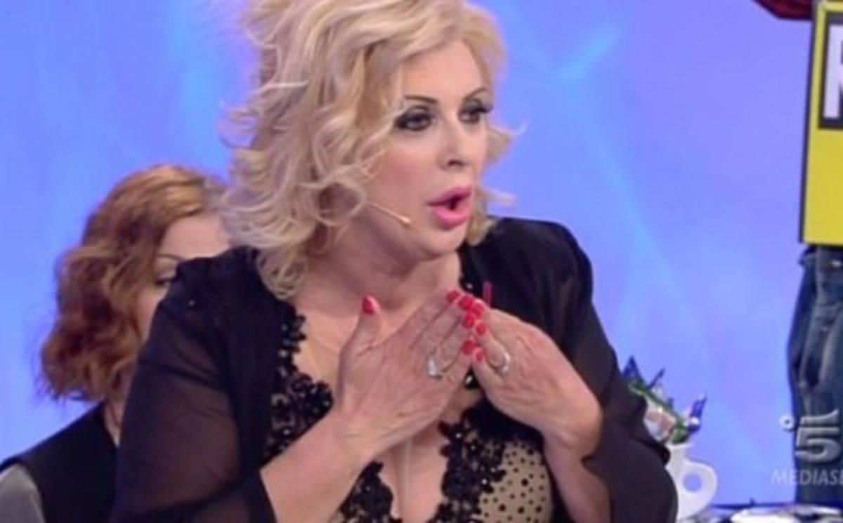 Tina Cipollari stronca Gemma Galgani e Armando