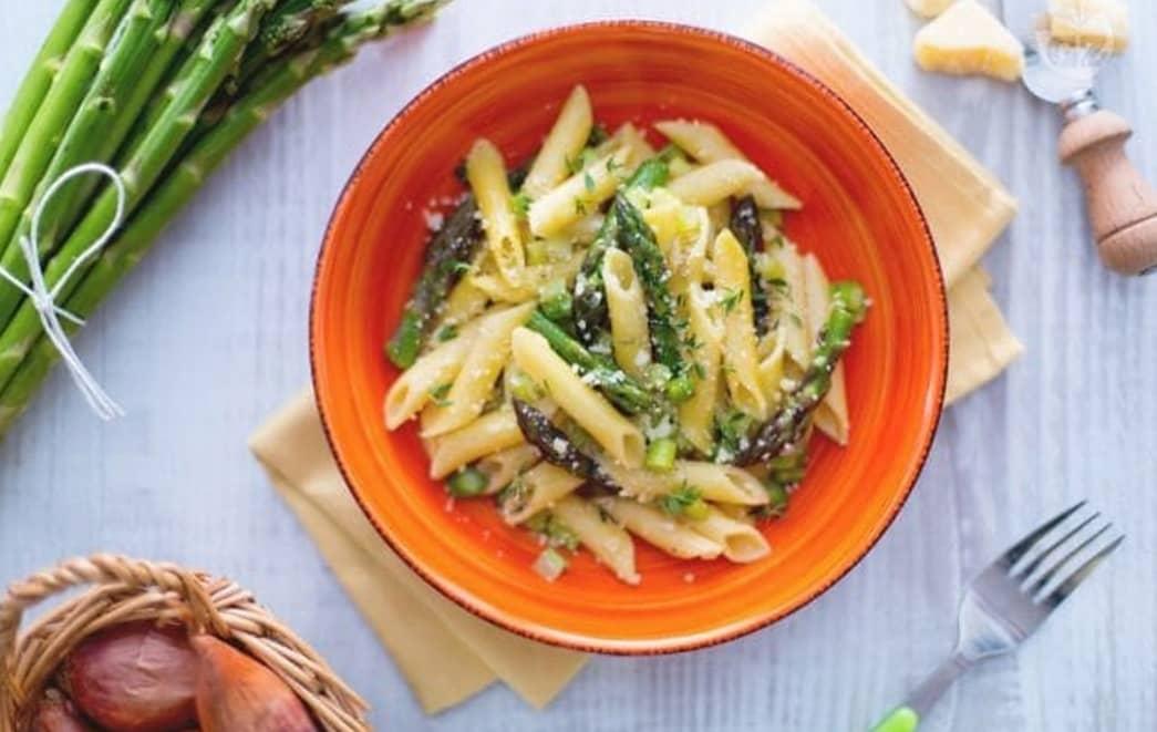 Pasta con asparagi semplice e veloce