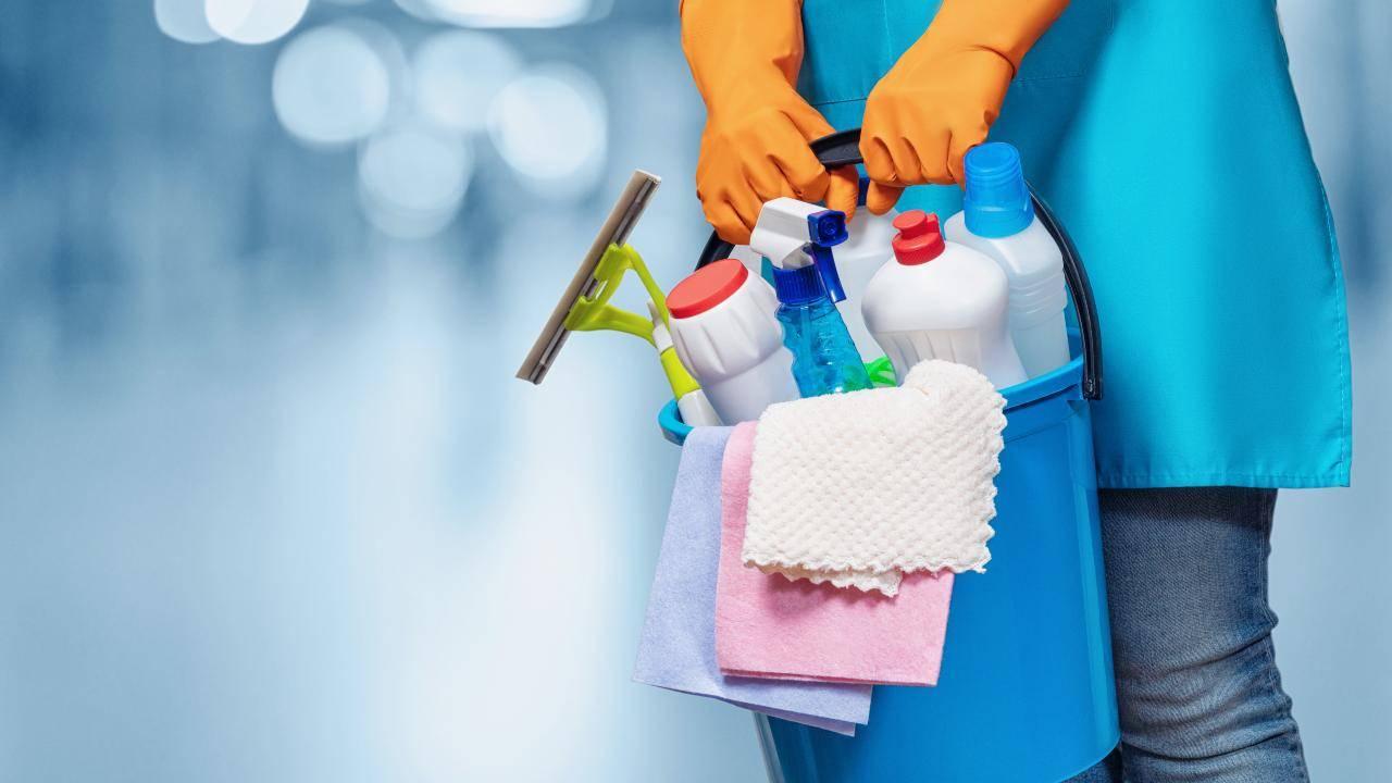 coronavirus negozi sanificare abbigliamento