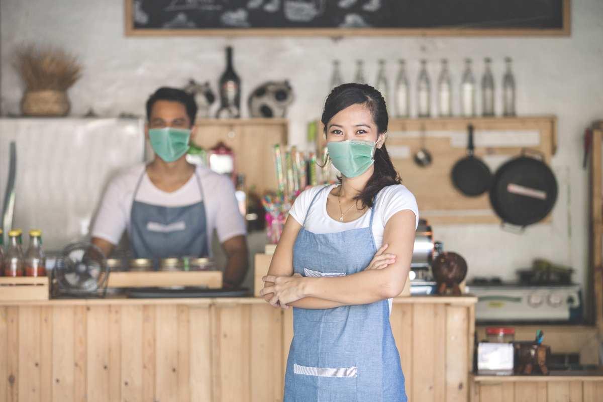 ristoratori con mascherina