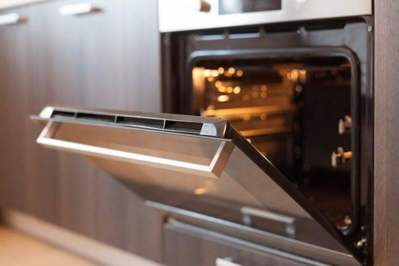 Come pulire il vetro del forno: il trucco imperdibile!