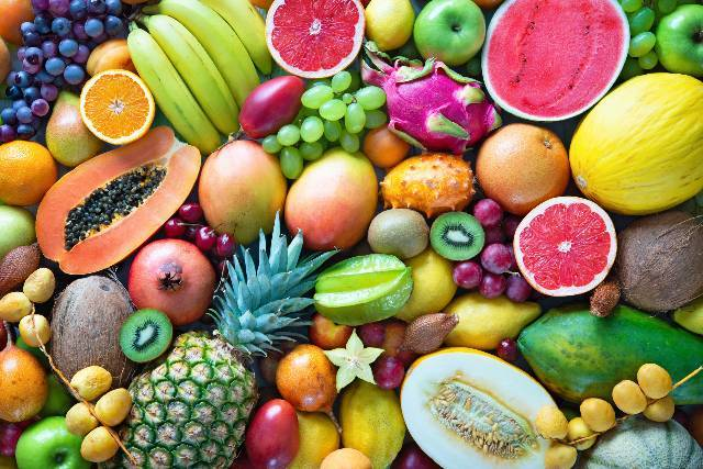 Tutta la frutta di cui dovresti mangiare buccia e semi perché ti fanno bene
