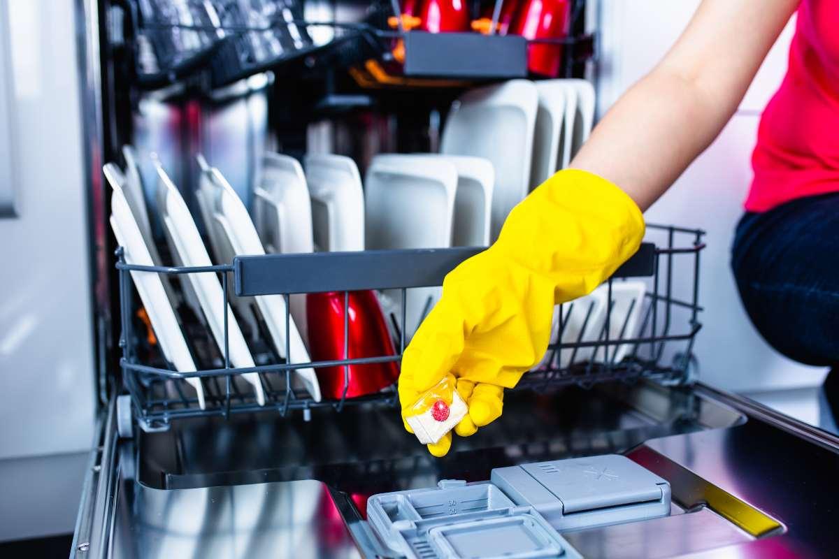 Pastiglie per lavastoviglie: non solo per i piatti, scopri gli usi!