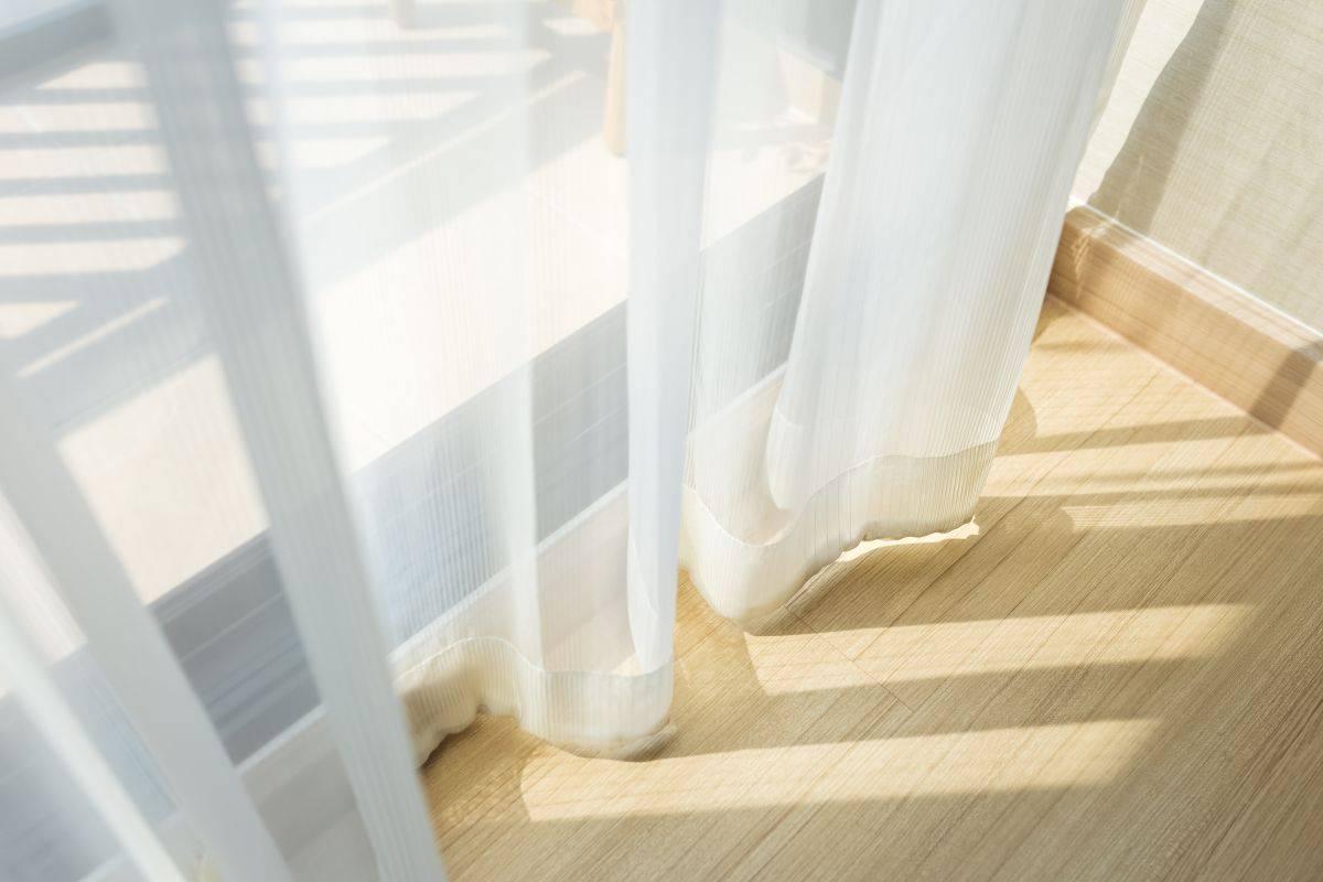 Lavare le tende di casa: trucco efficace in pochi minuti