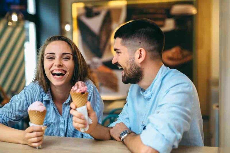 coppia felice gelato