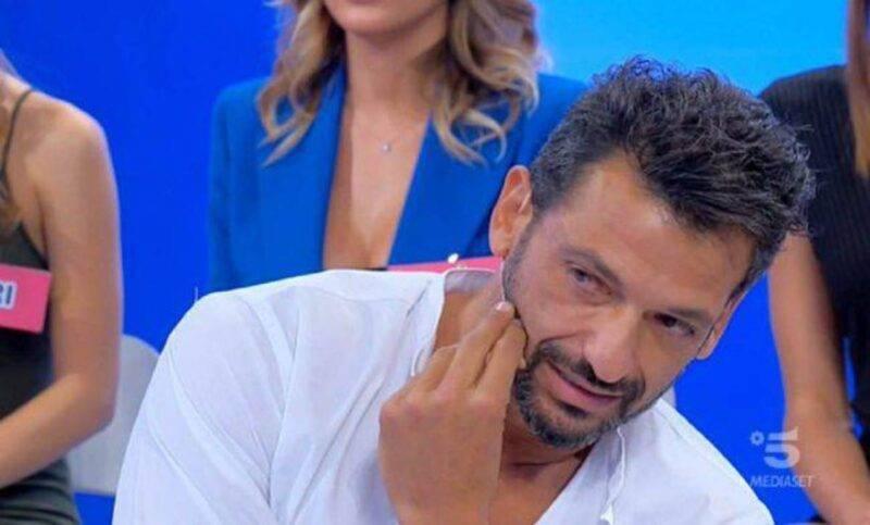 Pago, schiaffo a Serena Enardu e asfalta Alessandro: