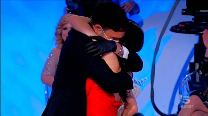 Sammy e Giovanna abbraccio
