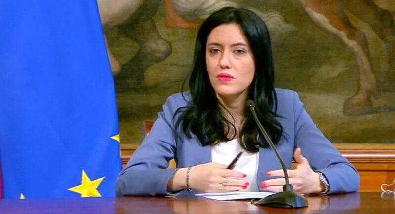 Lucia Azzolina, possibile riapertura degli istituti scolastici a dicembre (Facebook)