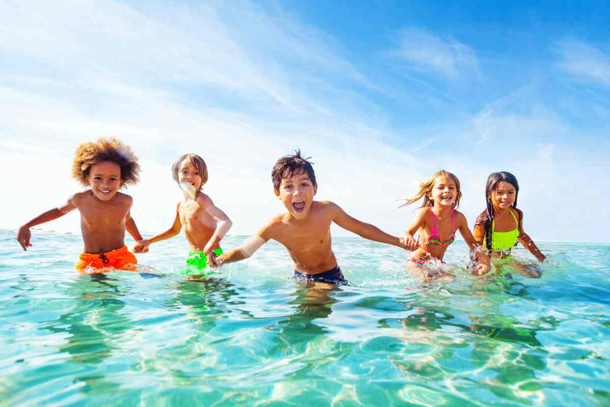 I consigli dei pediatri per esporre i bambini al sole