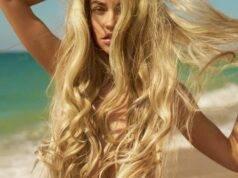 capelli biondi mare