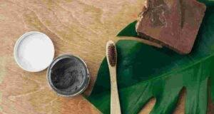 Fai da te dentifricio sbiancante naturale al carbone