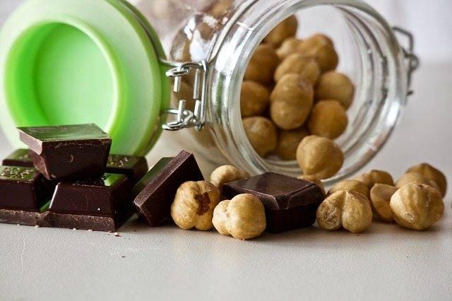 Scopri la ricetta gustosa e fresca di un porridge alternativo alla crema di nocciole