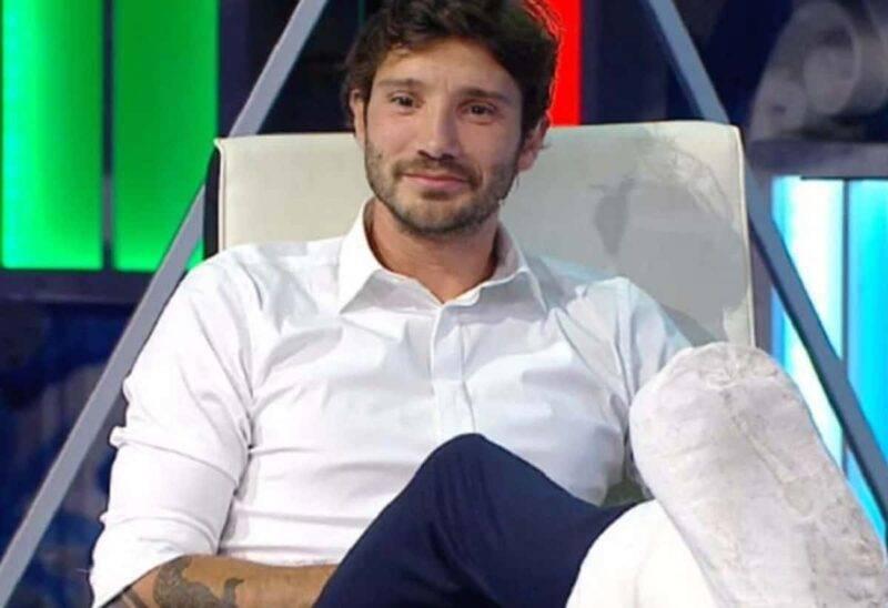 Stefano De Martino torna alla conduzione del Festival di Castrocaro (Screenshot Mediaset)