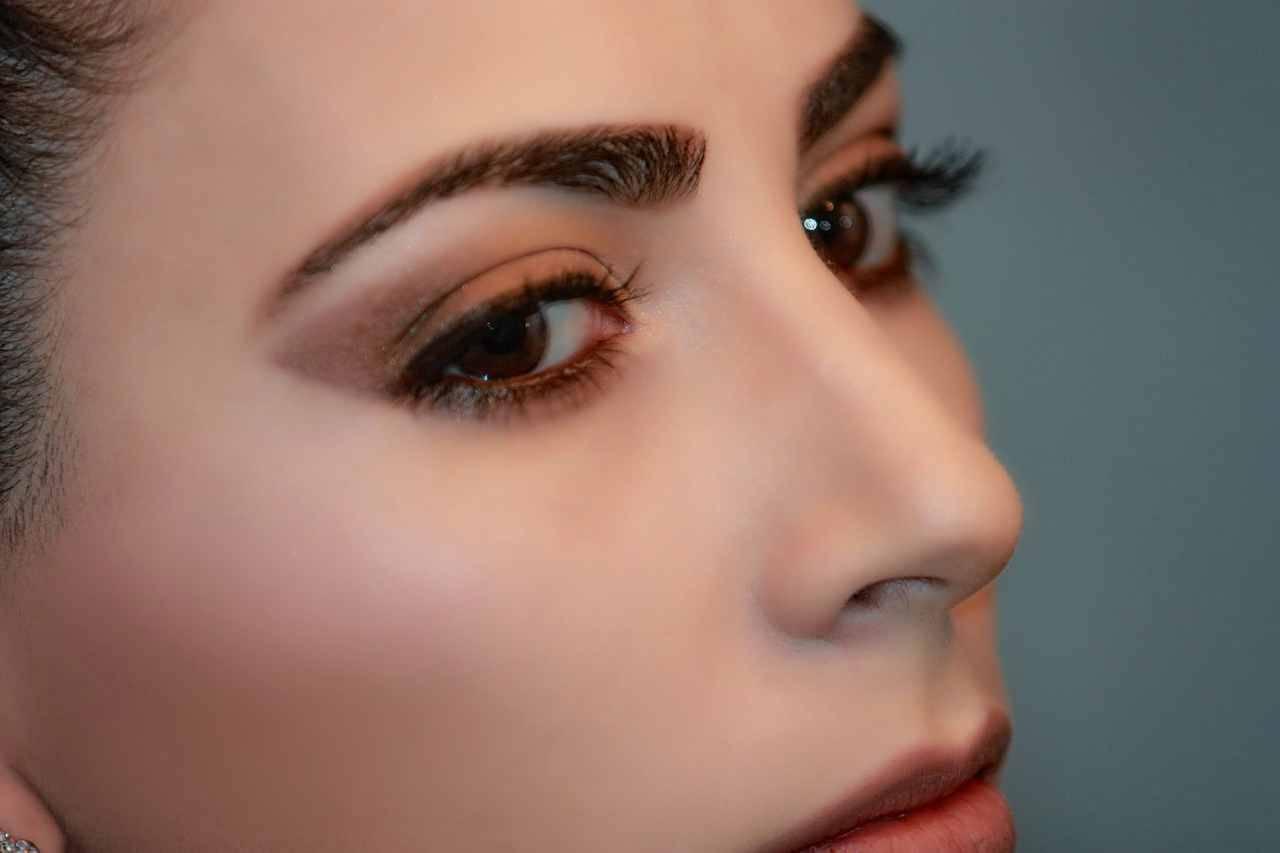 Come utilizzare l'ombretto marrone per realizzare il makeup occhi