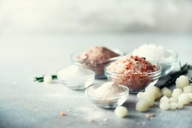 10 sostituti del SALE per condire le tue pietanze in modo genuino
