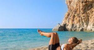 Allenamento in spiaggia: gli esercizi facili da fare sulla sabbia