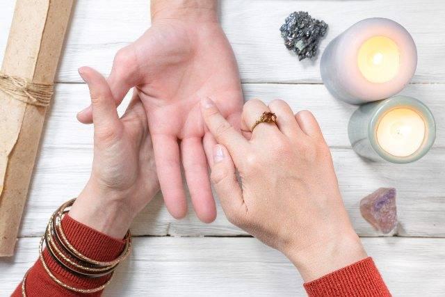 Come leggere la mano: la chiromanzia con tutti i significati