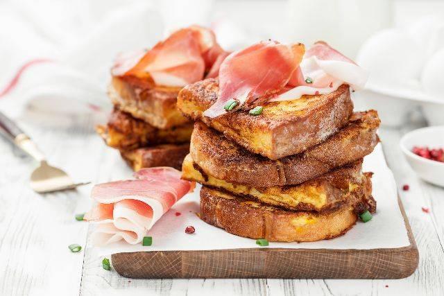 Panino frittata di cipolle e prosciutto crudo: PRANZO ricco RICETTA veloce