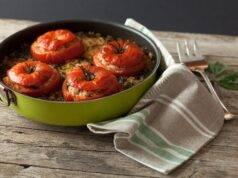 Pomodori ripieni di panzanella | Ricetta estiva sfiziosa