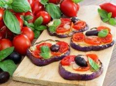 Pizzette di melanzane | RICETTA furba, facilissima e prelibata