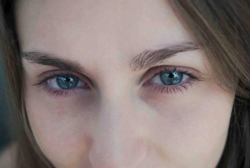 occhi senza trucco