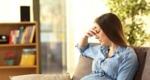 donna incinta preccupata