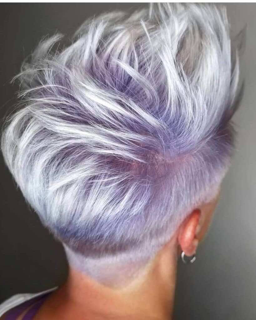 Pixie cut rasato viola