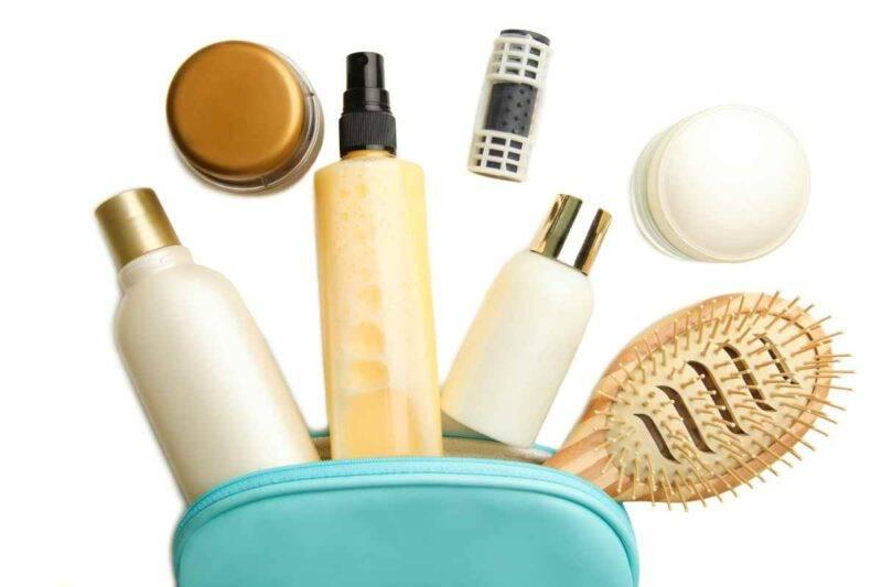 Beauty case con prodotti per capelli