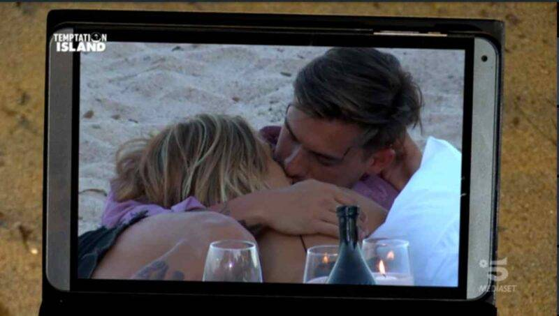 Il quasi bacio di Valeria e Alessandro