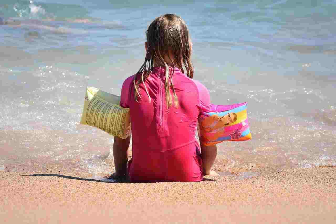 Bambino perso in spiaggia cosa fare nell'immediato