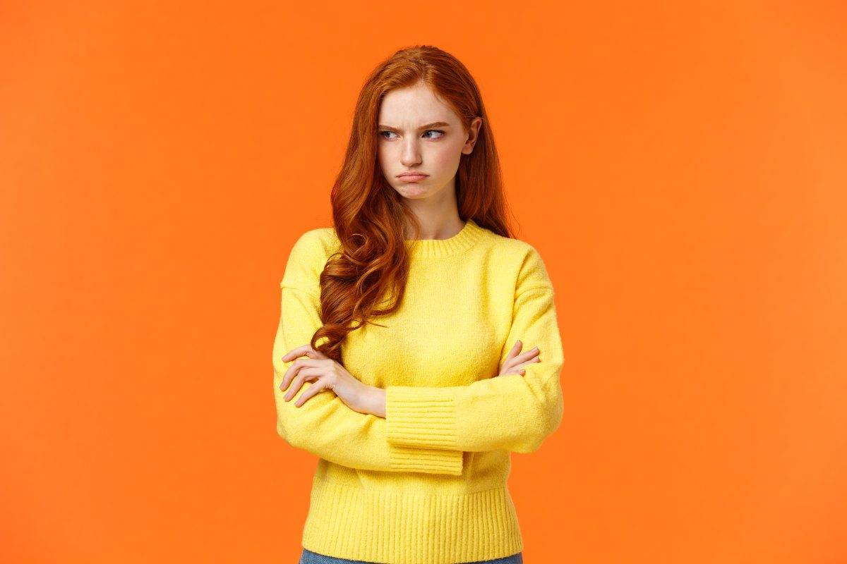 donna con faccia contrariata
