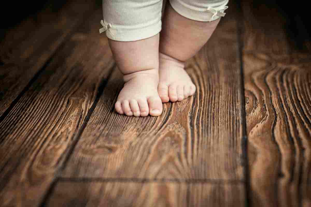 I bambini dovrebbero camminare scalzi